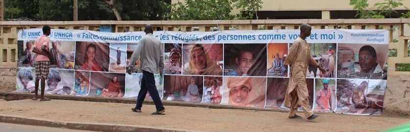 """""""Lernt Flüchtlinge kennen, Menschen wie Du und ich"""" - Plakataktion des UNHCR in Bamako, Mali im Juni 2015. © UNHCR"""